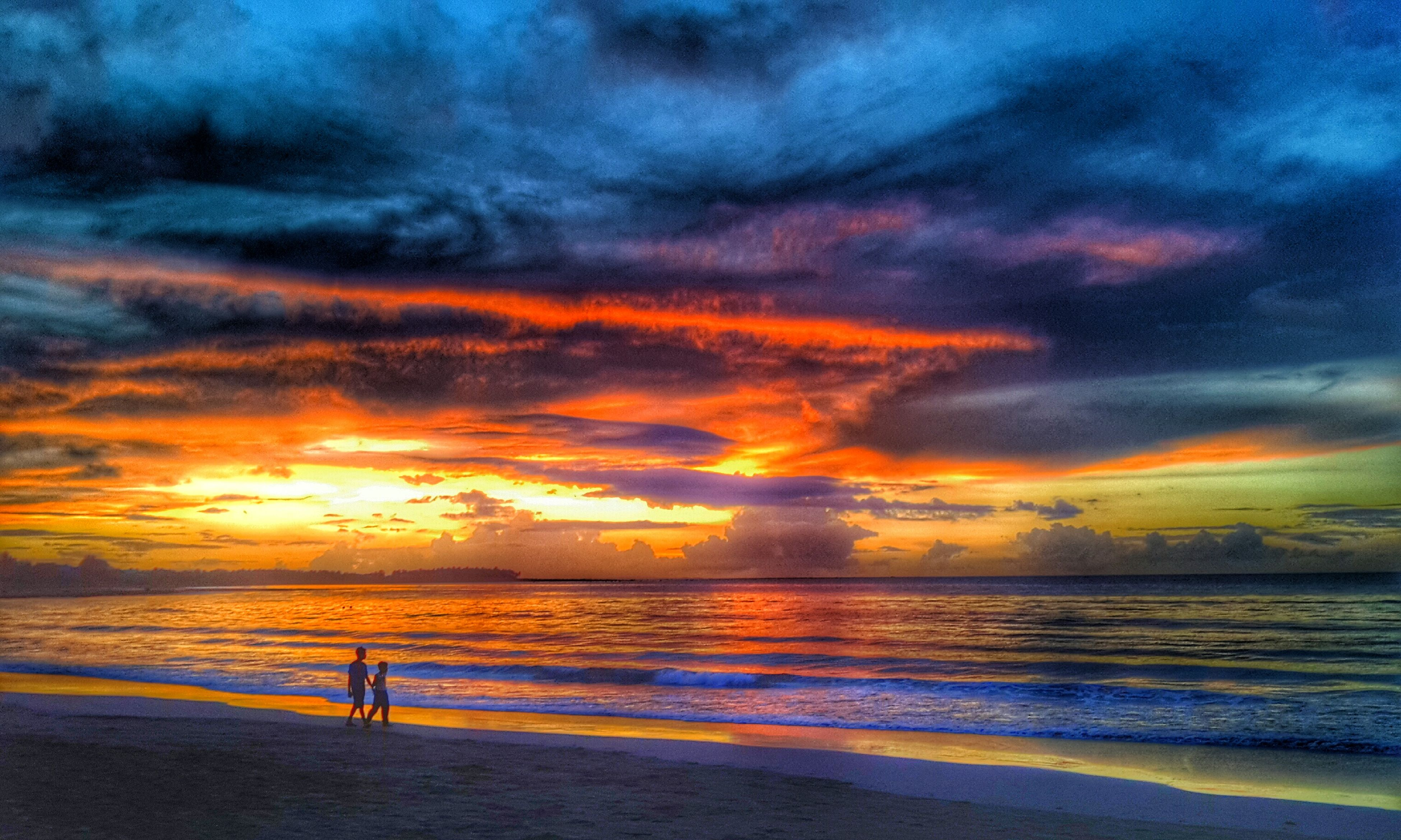 sea, sunset, sky, water, horizon over water, beach, cloud - sky, scenics, beauty in nature, tranquil scene, silhouette, tranquility, shore, dramatic sky, cloudy, cloud, nature, orange color, idyllic