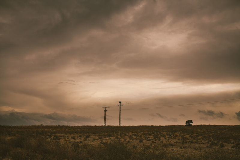 Buenos recuerdos. Madrid Desert Desert Beauty Clouds Darkclouds Rememember Peace Paz Lonelytree Landscape Sigma35mm