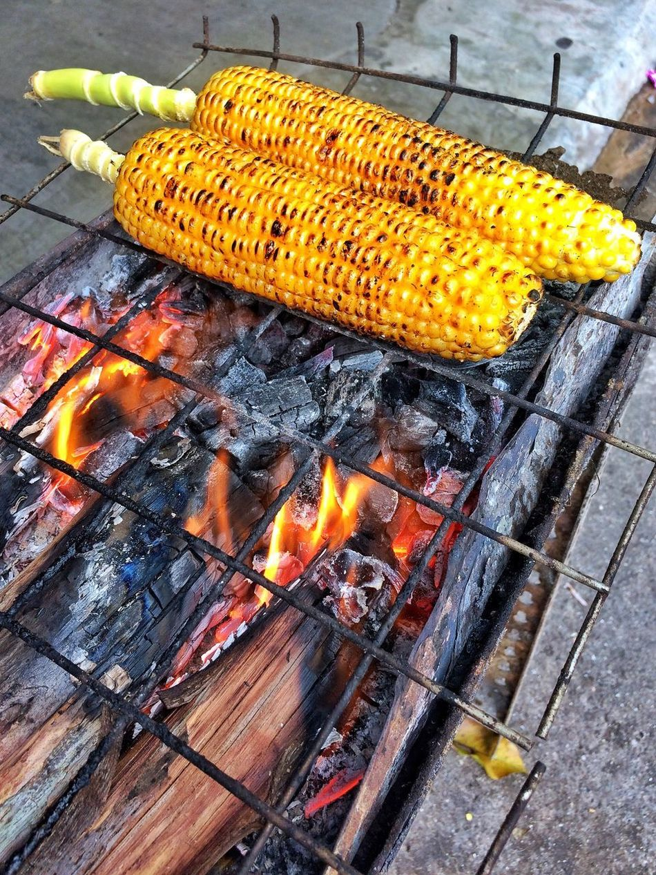 Heat - Temperature Grilled Roasted Flame Food Freshness Skewer Burning Healthy Eating Snack Time! Sweet Corn Corn Vegetable Delicious Foodporn Foodphotography Foodie Foodgasm Two Is Better Than One Roasted Corn Travel Traveling Travel Photography Islandlife Charcoal