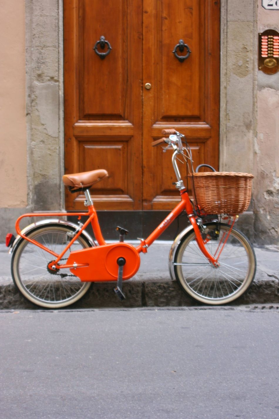 Bicycle Door Transportation Cycling Street Mode Of Transport Travel Outdoors Pedal Vacations City Orange Orange Color Bike Italia Italy Travel Photography Travellover Pupparazzi