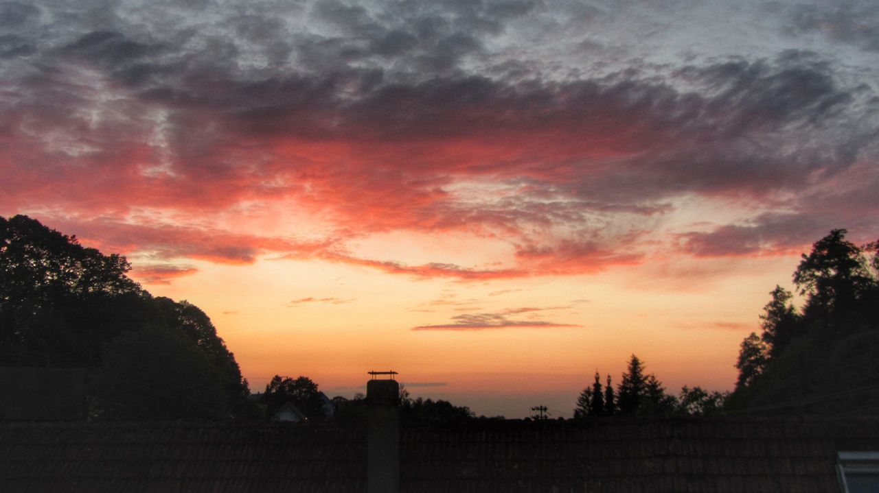 Sunset Sky Sky Red Clouds Above The Roofs Afterglow