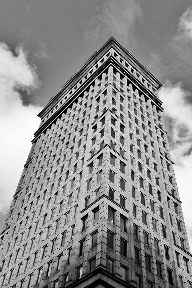 My Edit😍 Blackandwhitephotography Black And White Photography Geometric Shape Sao Paulo - Brazil My Veiw City Life Office Building Tower Tall - High Window Low Angle View Built Structure Building Exterior Undergroundphotography Dramatic Black And White Fantastic View