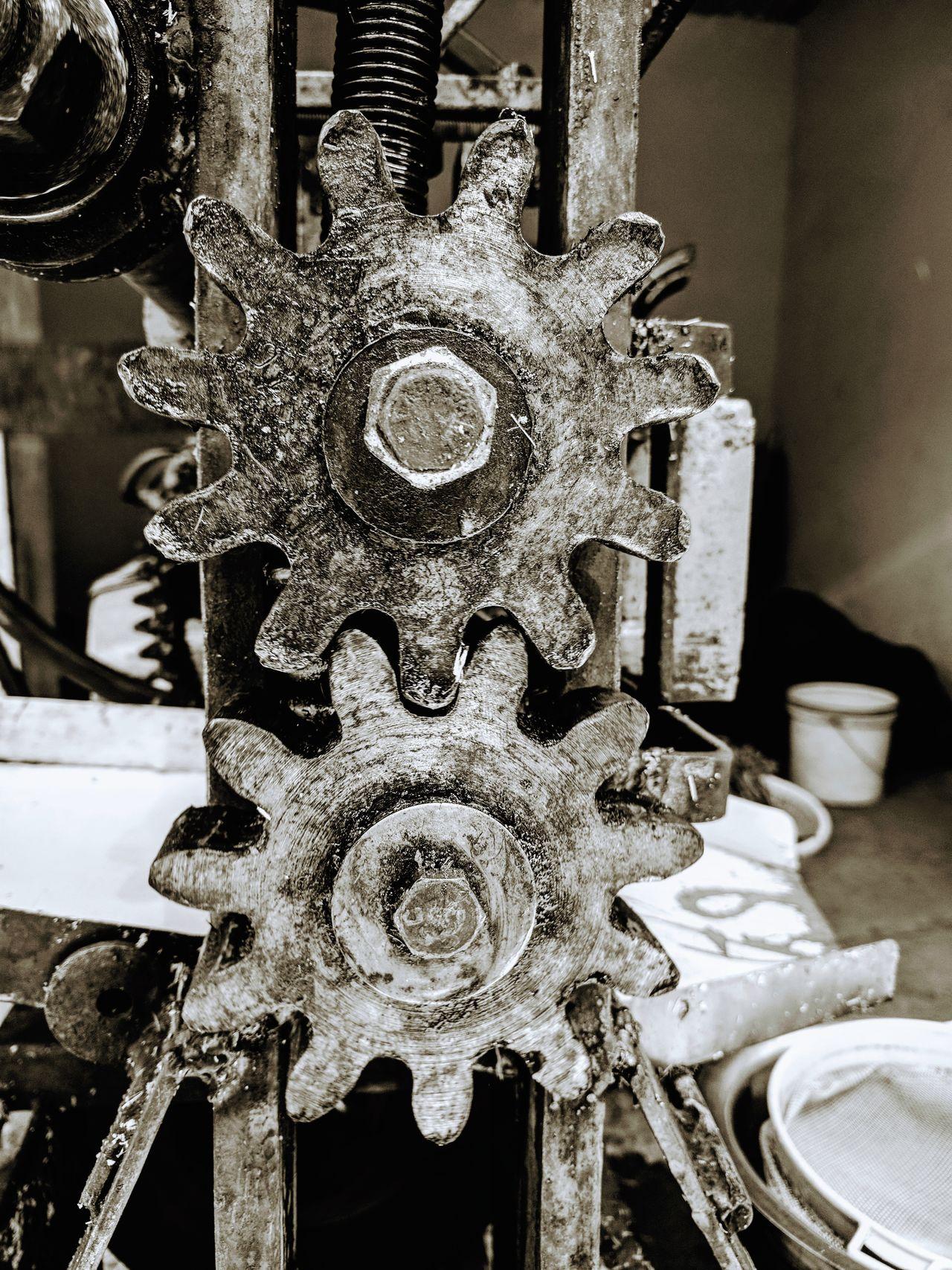 Mechanical gears⚙️⚙️ Nexus 6p Photography Sugarcane Juice Machine Sugar Cane Juice EyeEmNewHere Welcome To Black The Secret Spaces Art Is Everywhere ミーノー!! Iloveyoujyotsna♥️ Muaaahhhh😘😘😘💋💋💋 PatelMohit Photography Mojo-Jojo