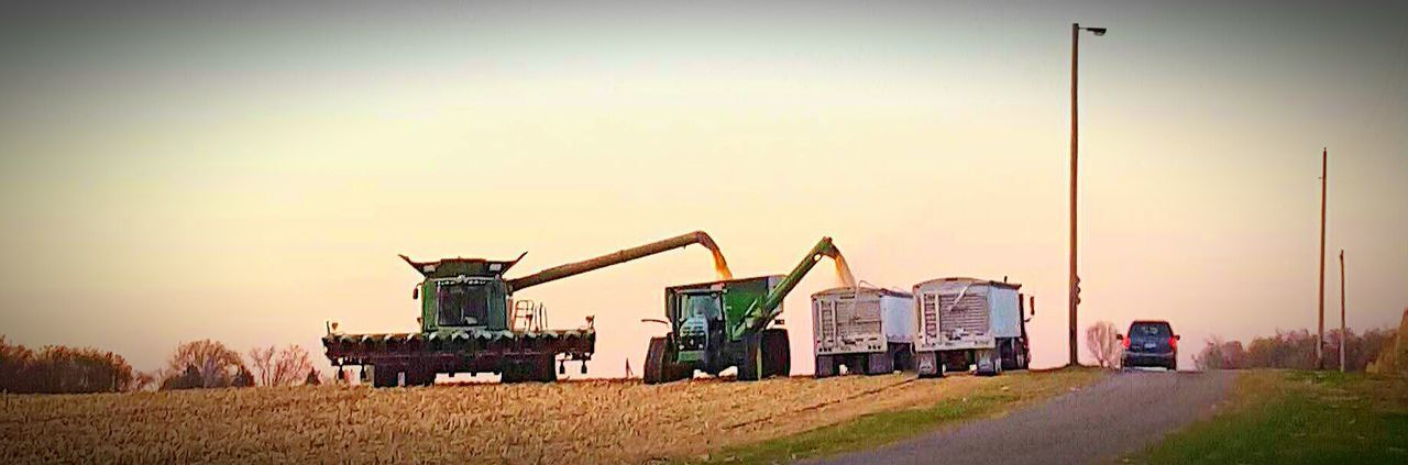 At Home The Great American Harvest American Farmer Feed The World god bless the great american farmers! Hardest working men and woman there is. Minnesota💙 Busy Farming Season Farmer's Life Fall Harvest