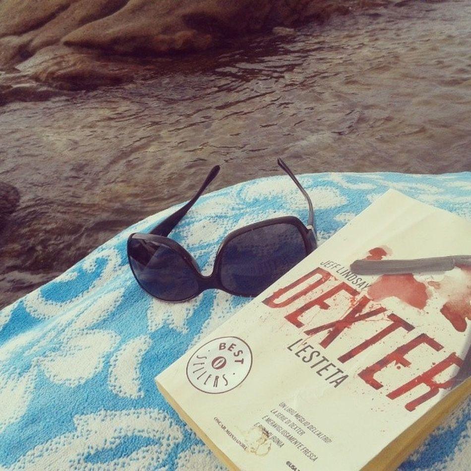 Mare, sole, scogli e un buon libro 100happydays Day_12 Mare Igerstoscana Igerselba Ilikeelba Ilikeitaly Isola_d_elba Vacanze Estate2015