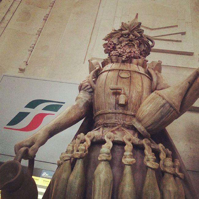 """""""Enolo """" di Dante Ferretti commenta lo stato delle Ferrovie italiane: """"Faccio buon Vino a cattivo gioco""""."""
