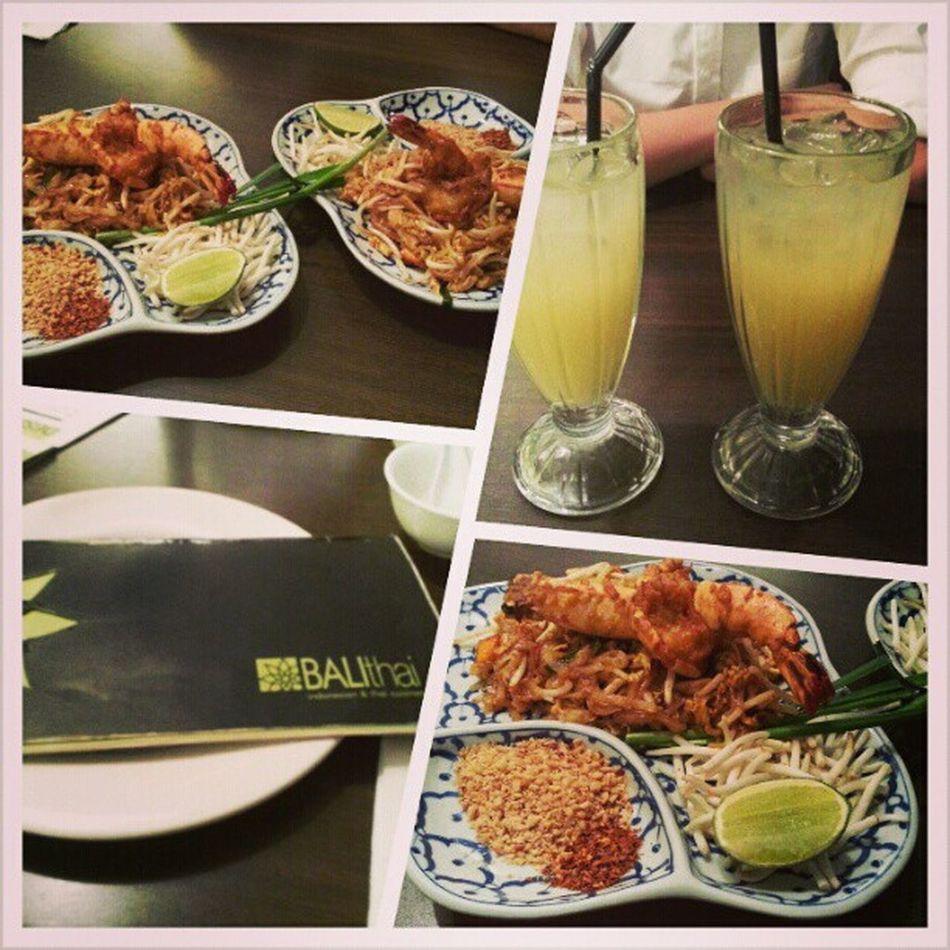 Lunch on a Sunday with @jyangsaw Westmall Phadthai YumYum