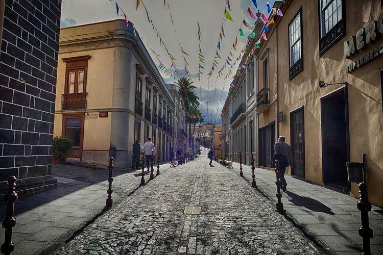 Caminando en La Orotava -Walking in La Orotava, Tenerife, Spain Atmospheric Mood Backlight HDR Hdrphotography La Orotava People Photography Shadows & Lights SPAIN Streetphotography Tenerife EyeEmNewHere The City Light