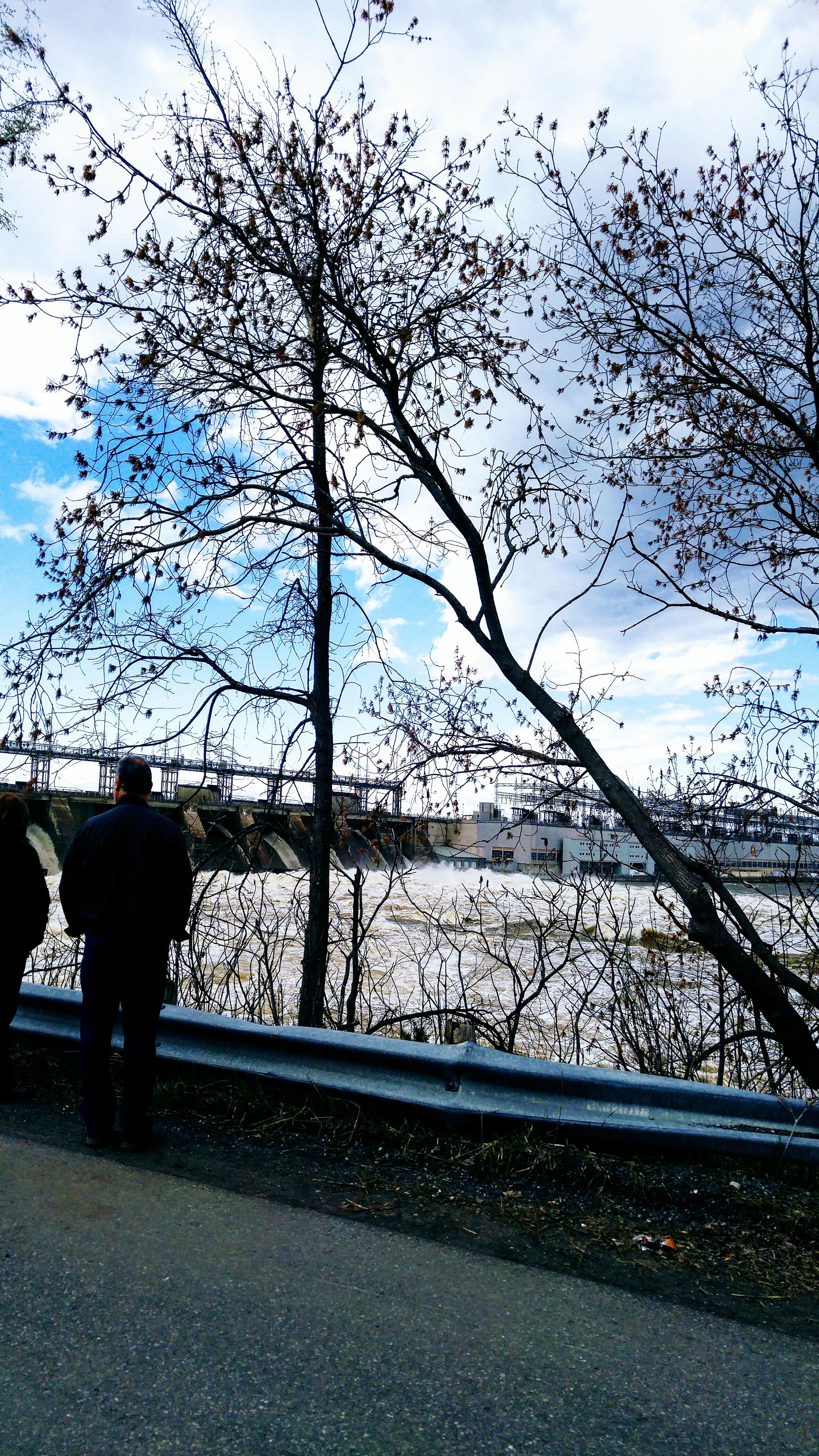 Photo prise le 6 Mai 2017 barrage hydro a Carillon,inondation.. Rural Scene Bleu Sky PhotosophLav Mesphotos Mes Photos Inondation Rigaud Nature Photo♡ Printemps 🌼 Building Exterior