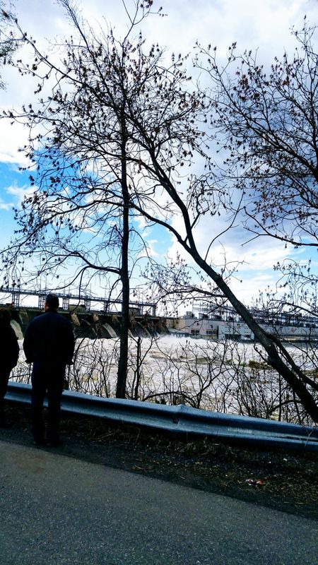 Photo prise le 6 Mai 2017 barrage hydro a Carillon,inondation.. Rural Scene Bleu Sky PhotosophLav Mesphotos Mes Photos Inondation Rigaud Nature Photo♡ Printemps 🌼 Building Exterior The Week On EyeEm