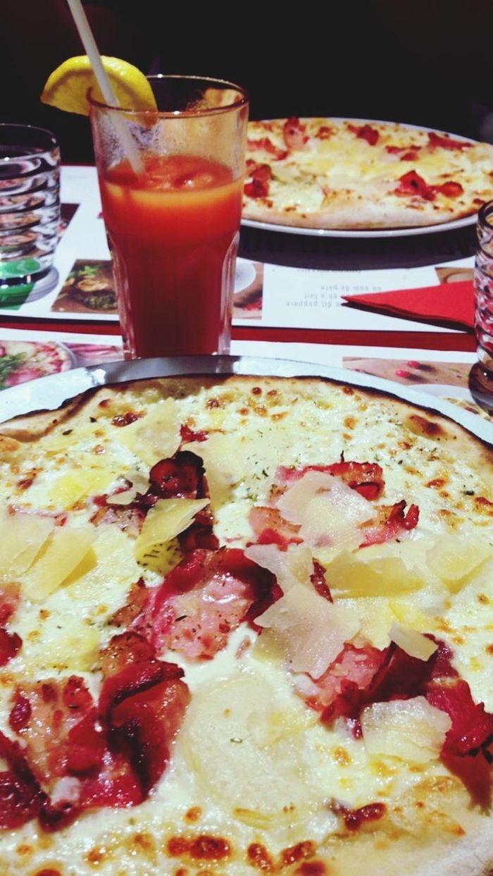 Pizza Delarte Cocktails Food