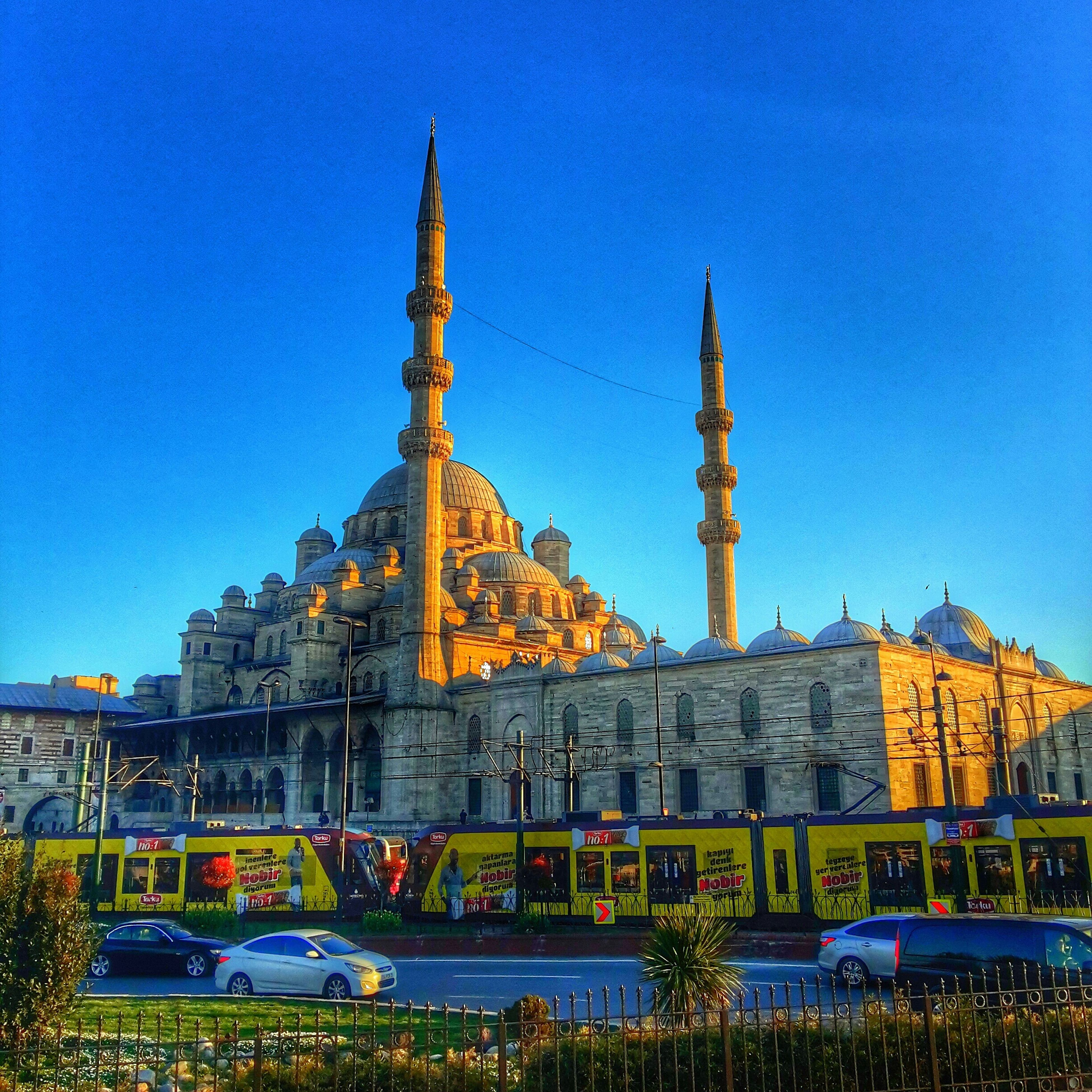 clear sky, blue, architecture, built structure, building exterior, famous place, place of worship, religion, travel destinations, copy space, travel, spirituality, international landmark, tourism, capital cities, low angle view, dome, history, church