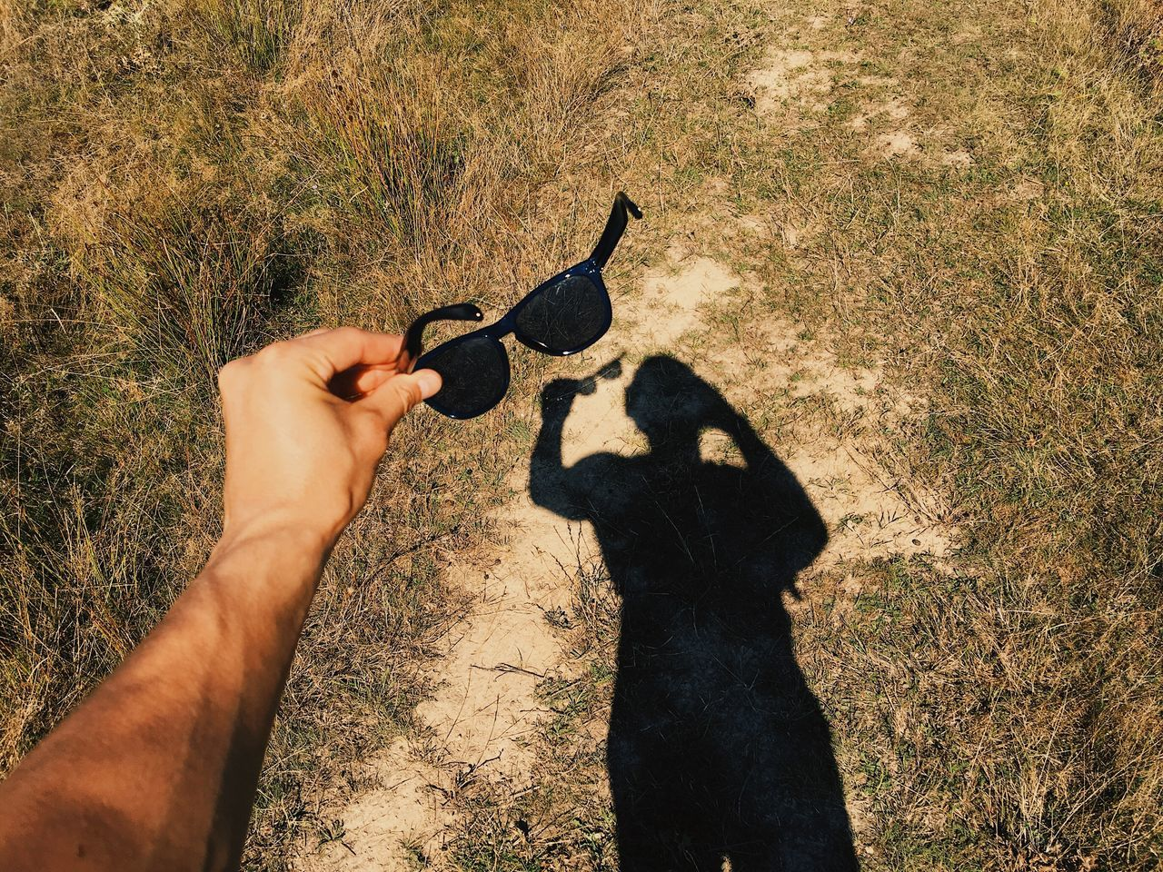 Shadows and sunglasses... Human Body Part Shadow Nature Holding Lifestyles Outdoors Sunglasses Summer Fun Details Of My Life VSCO Made In Romania My Favorite Photo Shadows & Lights Schattenspiel  Silhouette Human Hand Leisure Activity Fashion Accessory Protection Live For The Story