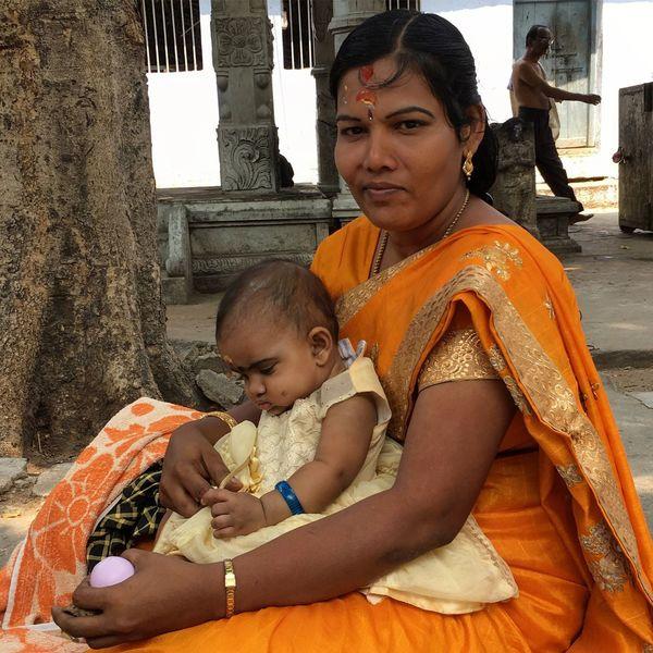 Snap A Stranger India Индия ИндийскиеМотивы индианка Family Women Baby Suchindram Temple