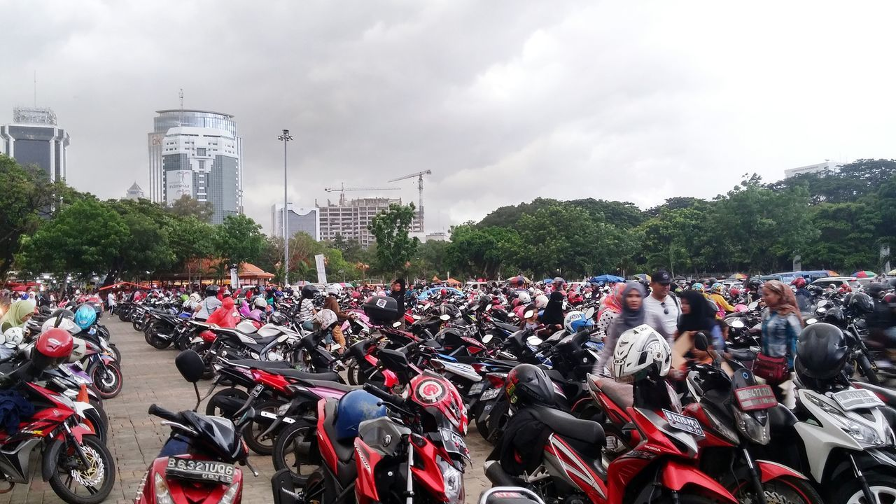 Seing The Sights Human Meets Technology Motorcycles Parking Area My Commute