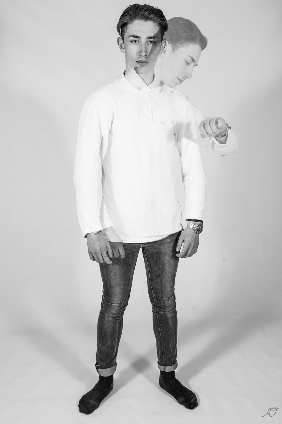 Evan distorsion 3-1 Attitude Casual Clothing Distorsion Fashion Fashion Model Front View Full Length Lifestyles Looking At Camera One Person Standing Studio Shoot White Young Adult Young Men