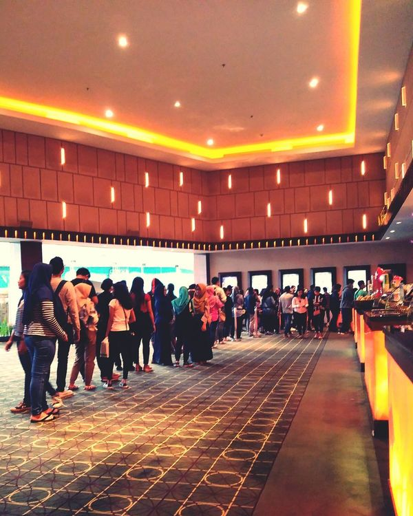 waiting line for fast furious 8 ticket!!! Fast And Furious Large Group Of People
