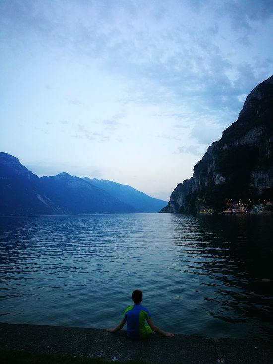 Thoughts on the lake Children Only Lake Mountain One Person People Childhood Water Summer Landscape Outdoors Nature Beauty In Nature Italia Italien Water Reflections Silence Gardasee Trentino  Gardalake Italy❤️ Rivadelgarda Sky Gardalake Italy Italy🇮🇹 Horizon Over Water