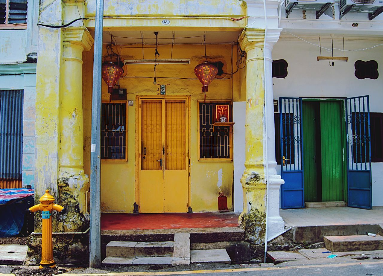 Building Exterior Architecture House Built Structure Door Window Travel Asian  Home Fasade Green Blue Yellow Bright Colorful World Heritage Site Southeastasia Malaysia Penang Georgetown Culture Authentic Character Old Buildings Cracked