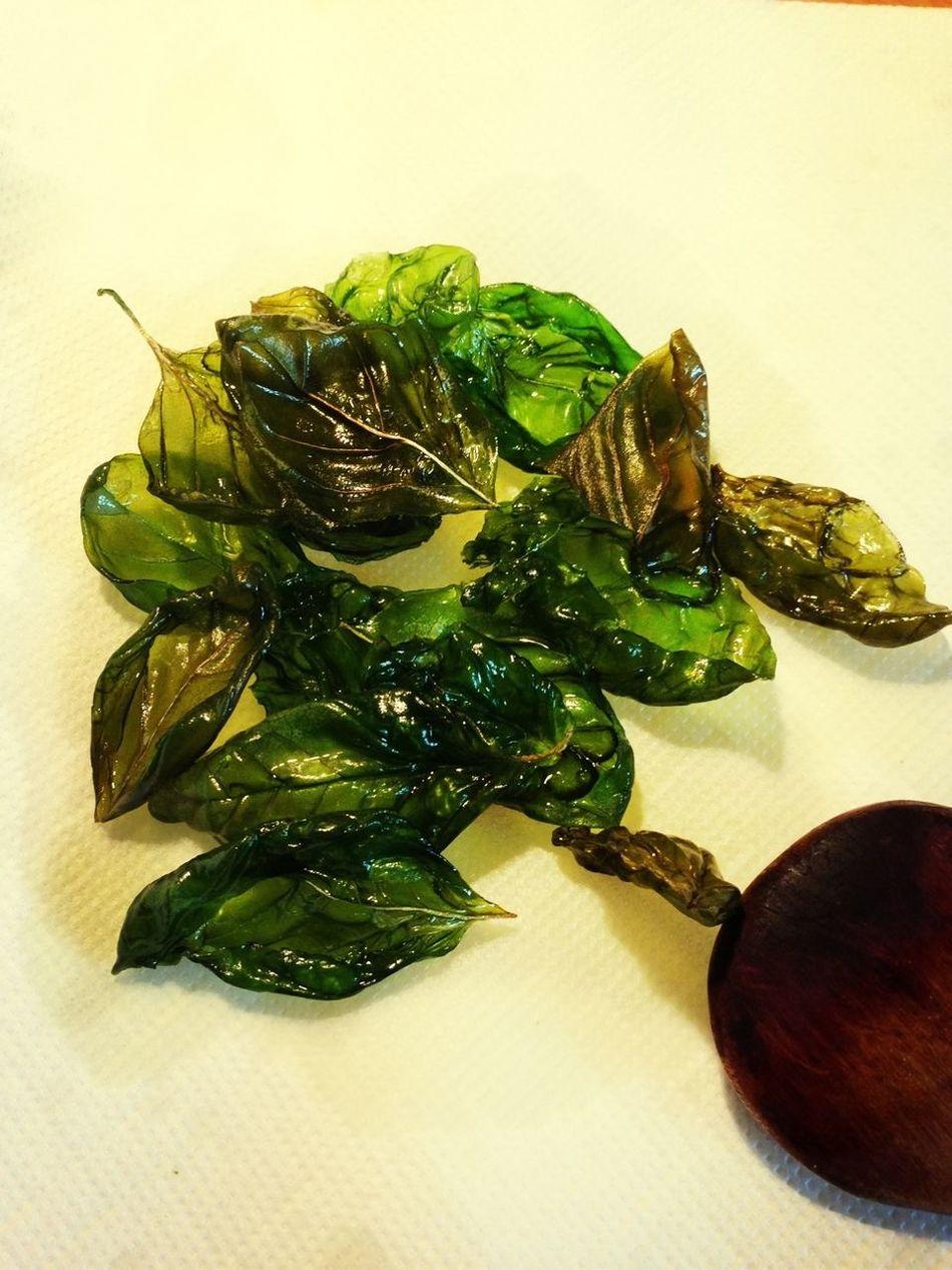 Fried Basilicum Leaves