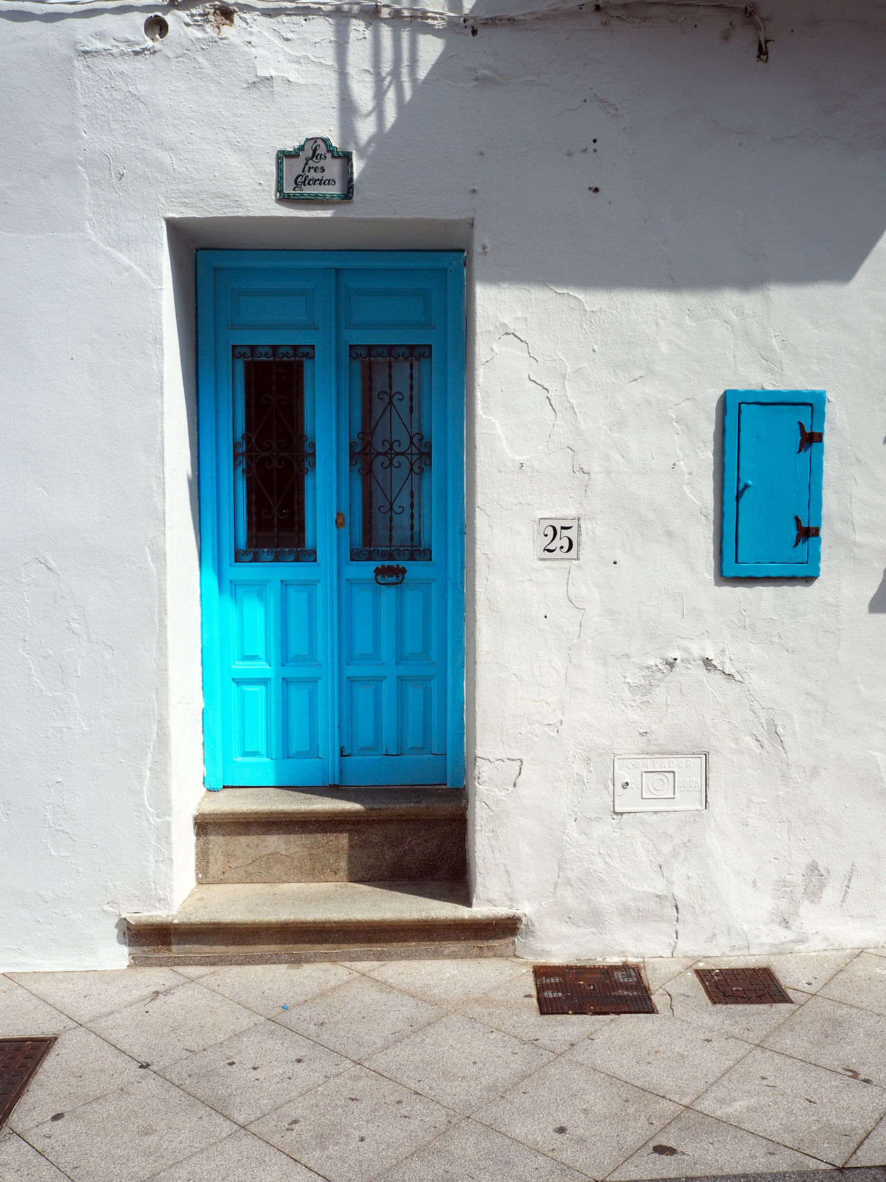Colour Up! Andalucía Andalusien TakeoverContrast Blue Bluedoor Built Structure Closed Door Colour Of Life Colour Your Life Colourful Contrast Door Frigiliana Harmony House Loving Memories Memory Outdoors Secondhome SPAIN Spanien Sunshine Sunshine Day