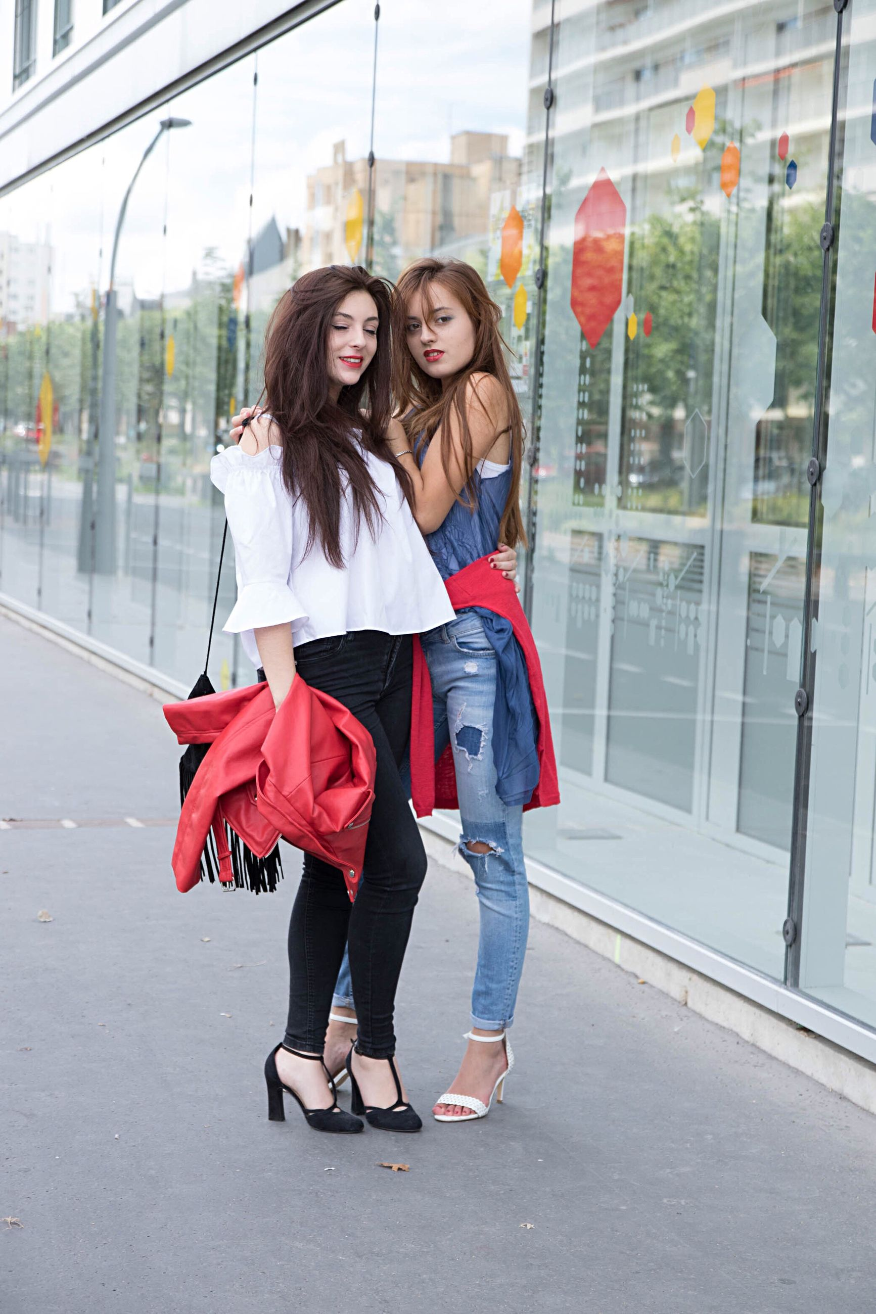 two people, shopping bag, friendship, full length, casual clothing, leisure activity, togetherness, real people, young women, long hair, young adult, lifestyles, day, bonding, smiling, happiness, outdoors, building exterior, adult, people