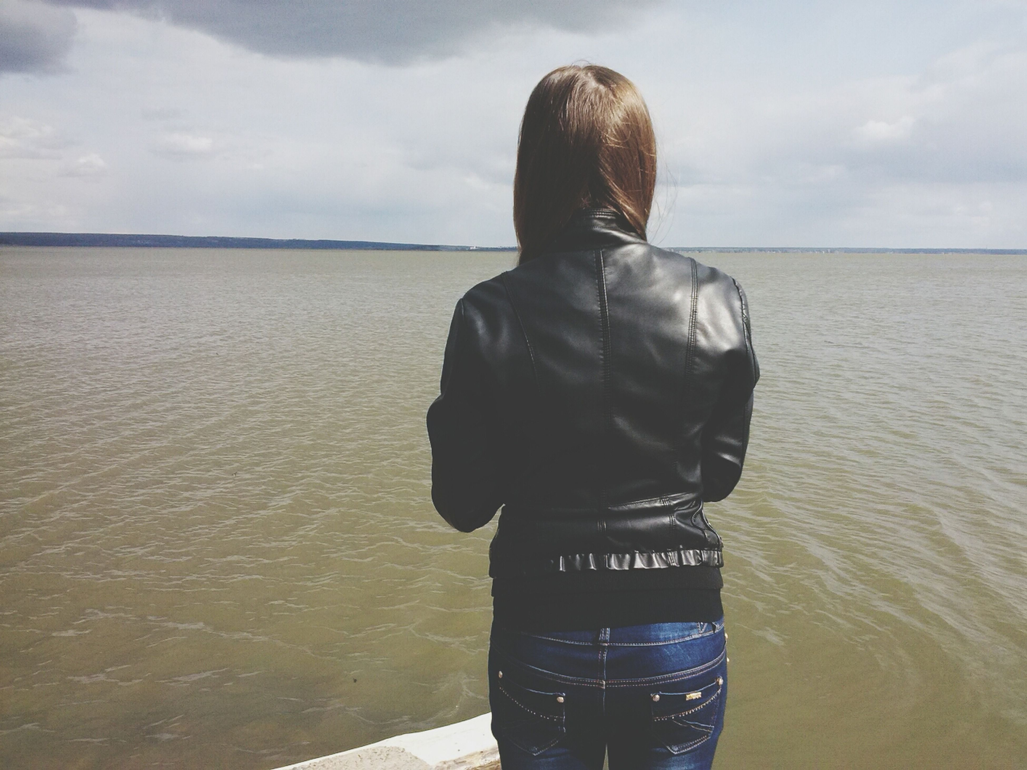 water, sea, sky, rear view, horizon over water, lifestyles, standing, tranquil scene, tranquility, cloud - sky, leisure activity, scenics, beauty in nature, beach, casual clothing, nature, cloud, three quarter length