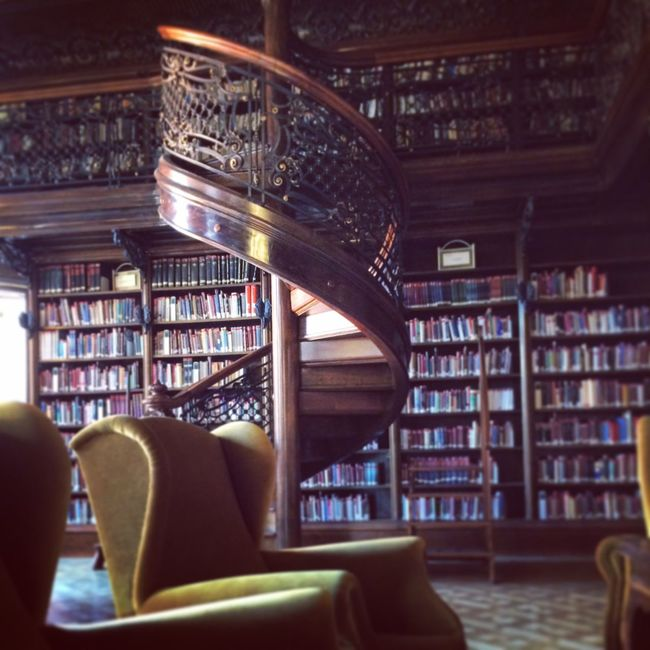 Reading Books Library Budapest ???