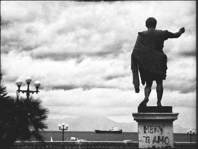 ... tempo... B&w Photography B&WPhoto B&w Sea And Sky Sea Napoli ❤ Time Tempo