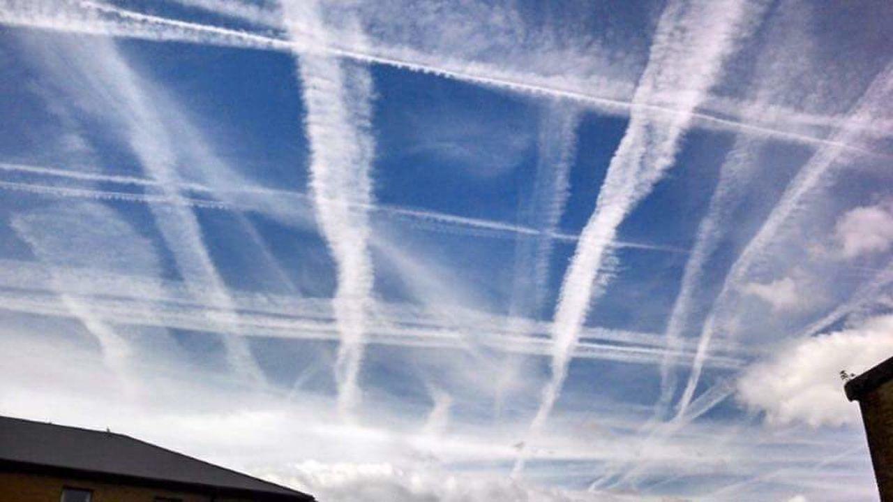 Chemtrails Agenda 21 Grid Pattern Aerosols Chemtrails GeoEngineering Whatthefuckaretheyspraying Chemical Sky No People Social Issues London Over My House