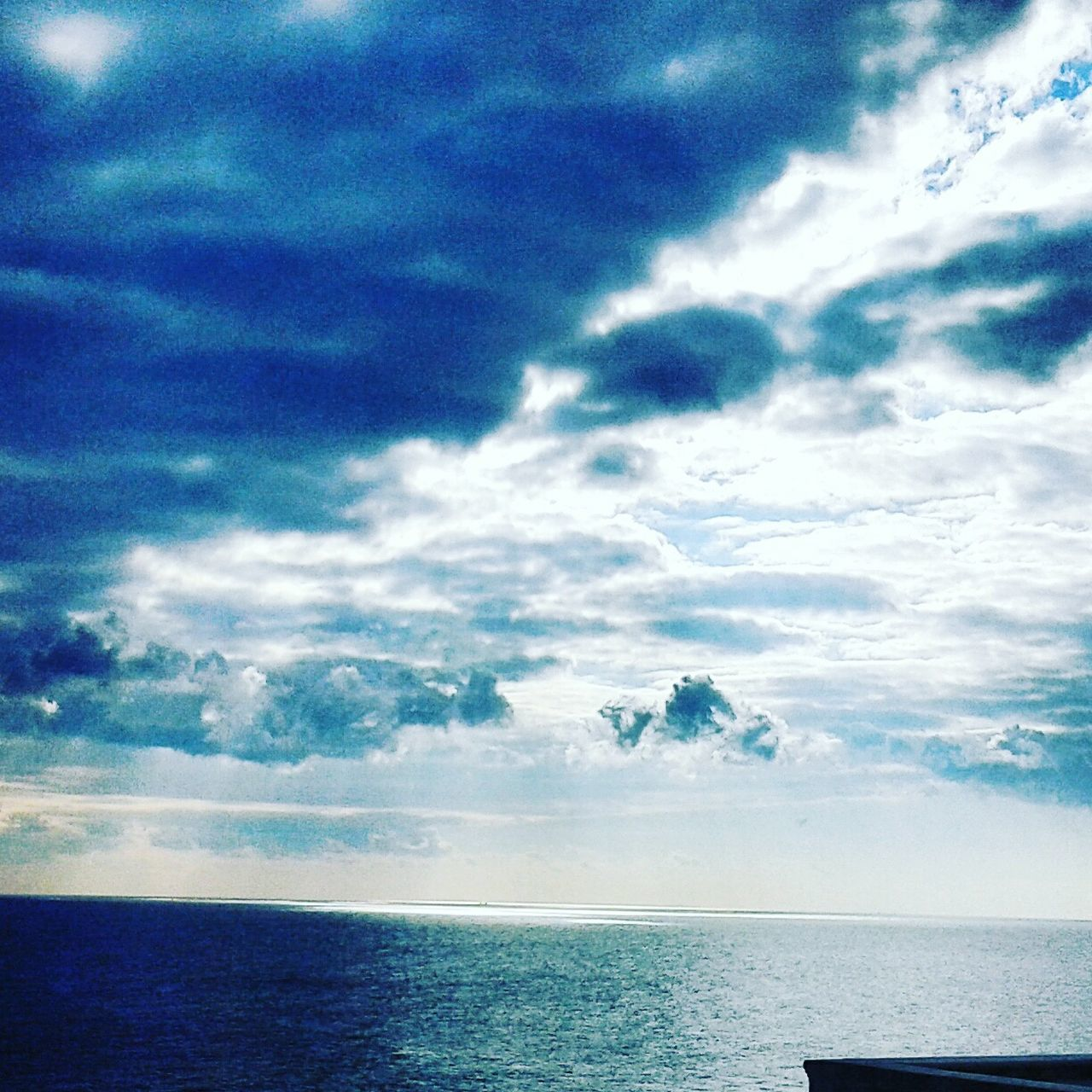 sea, horizon over water, sky, water, scenics, tranquility, tranquil scene, cloud - sky, nature, beauty in nature, no people, outdoors, day, horizon