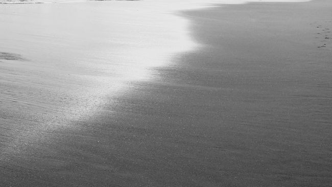 Abstract Beach Sea Sand & Sea Abstraite Contemporaine Abstraction Decor Photographie Affiche Abstraction Art Blackandwhite Photography Black & White Rare Beauty Rare Moment