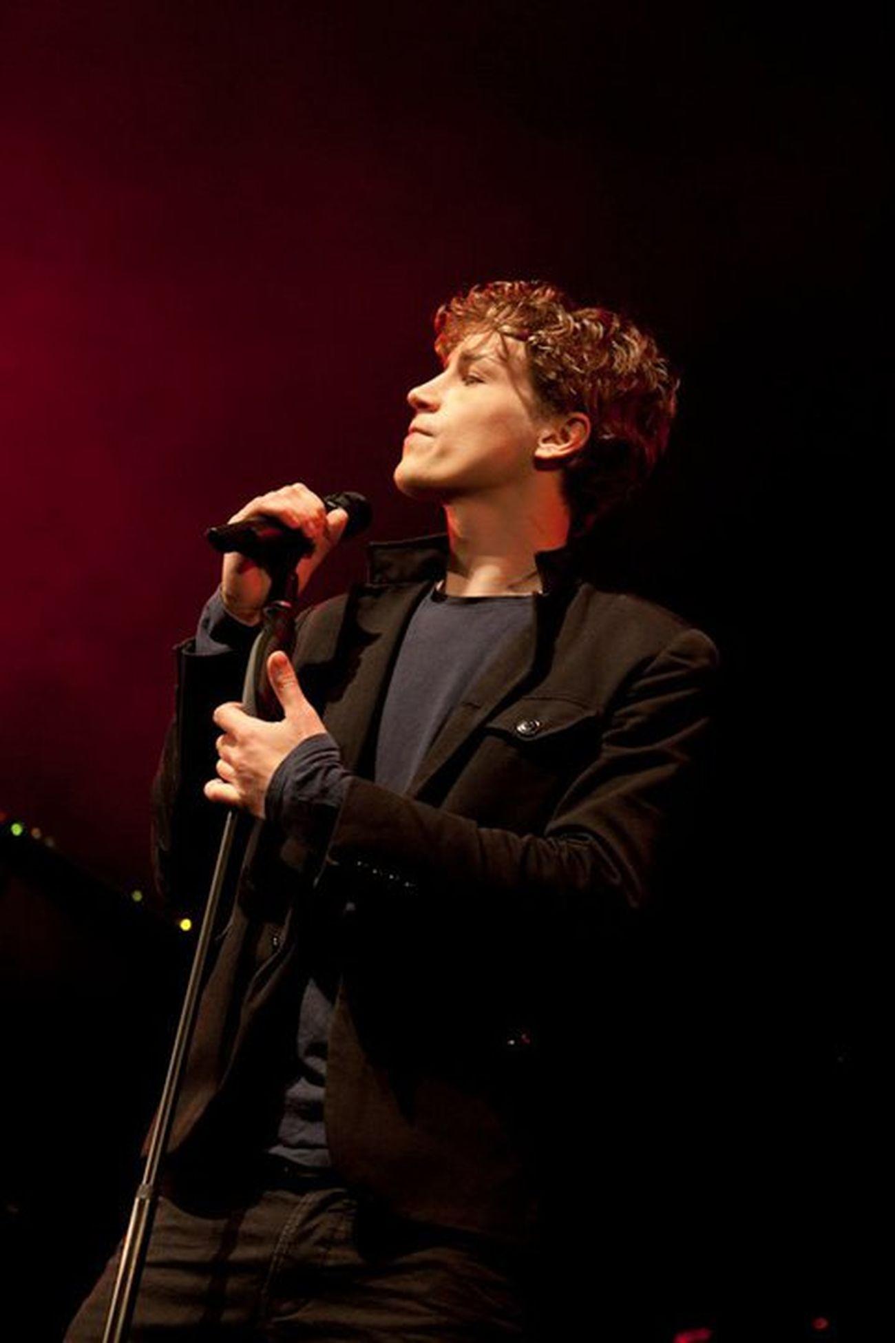 Love of my life <3 <3 <3 Niemand kann so schön singen wie er <3333Timbendzko Brudi Sexiness :) Unterdiehaut