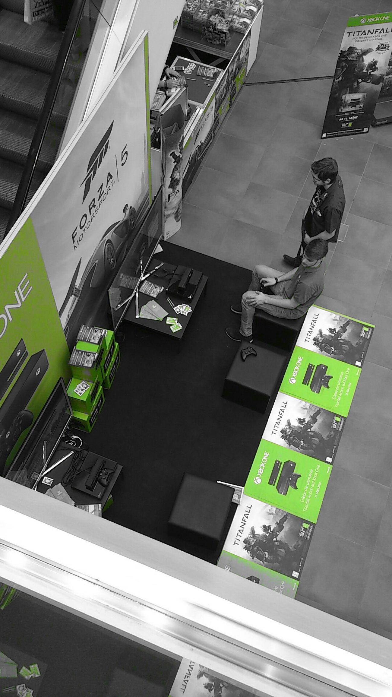 Xbox One Shoppingcenter Teilweise Farbig März 2014