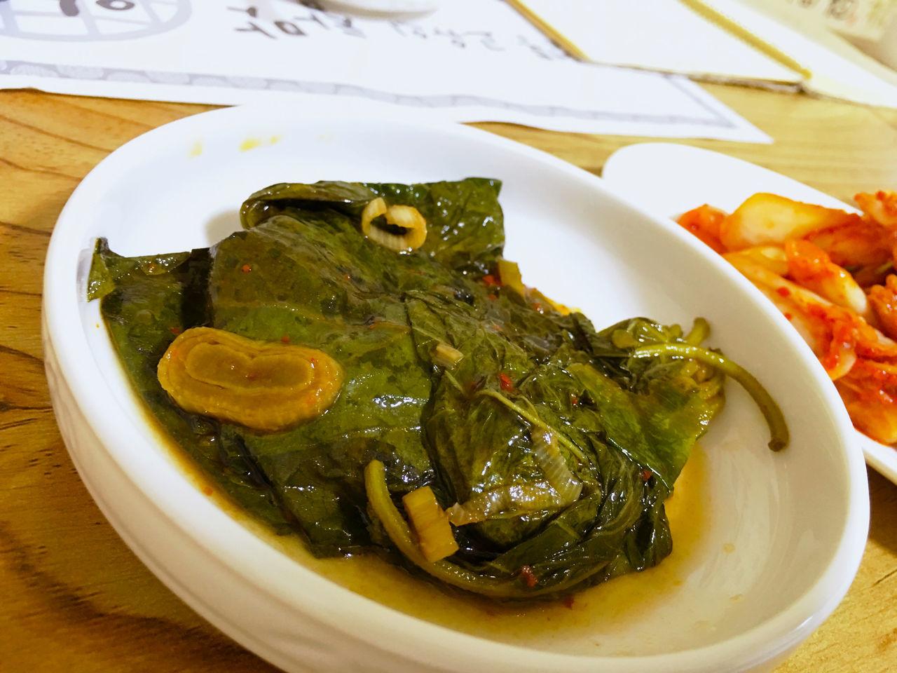 エゴマの葉 醤油漬け ケンニプ 깻잎 と カルグクス Kalguksu 칼국수 が、こんなに合うなんてびっくり。これ、日本の塩ラーメンや鍋料理にも合うんでなかろうか? Food Porn Foodporn Korean Food テジョン 韓国 Korea Koreatown EyeEm Korea Vegitables