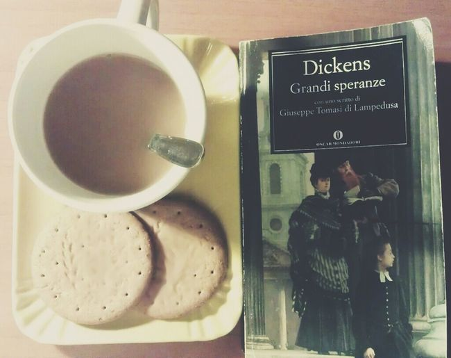 And here it is the best way to start you day... Good Morning C: Loves /-\ Morning Coffee Rush Books Biscuits