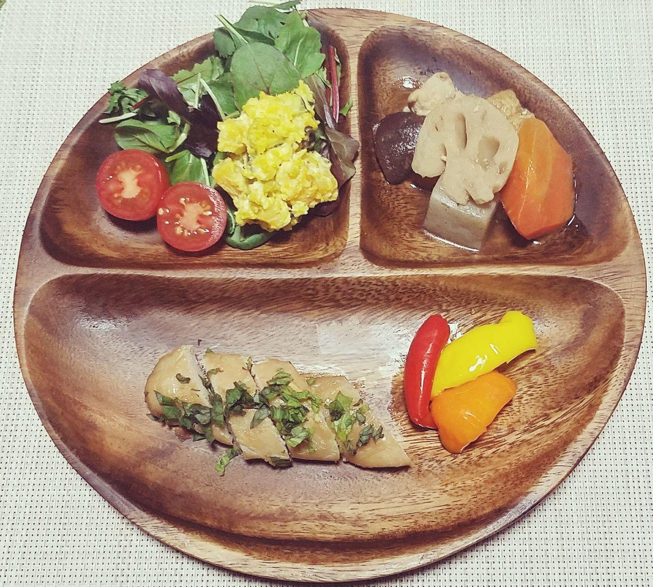 夜ご飯🌙2017.03.22 Comidas Food Plate Pumpkin Salad Paprika Pickles Pepino Cucumber Chicken Meat Pollo 煮物