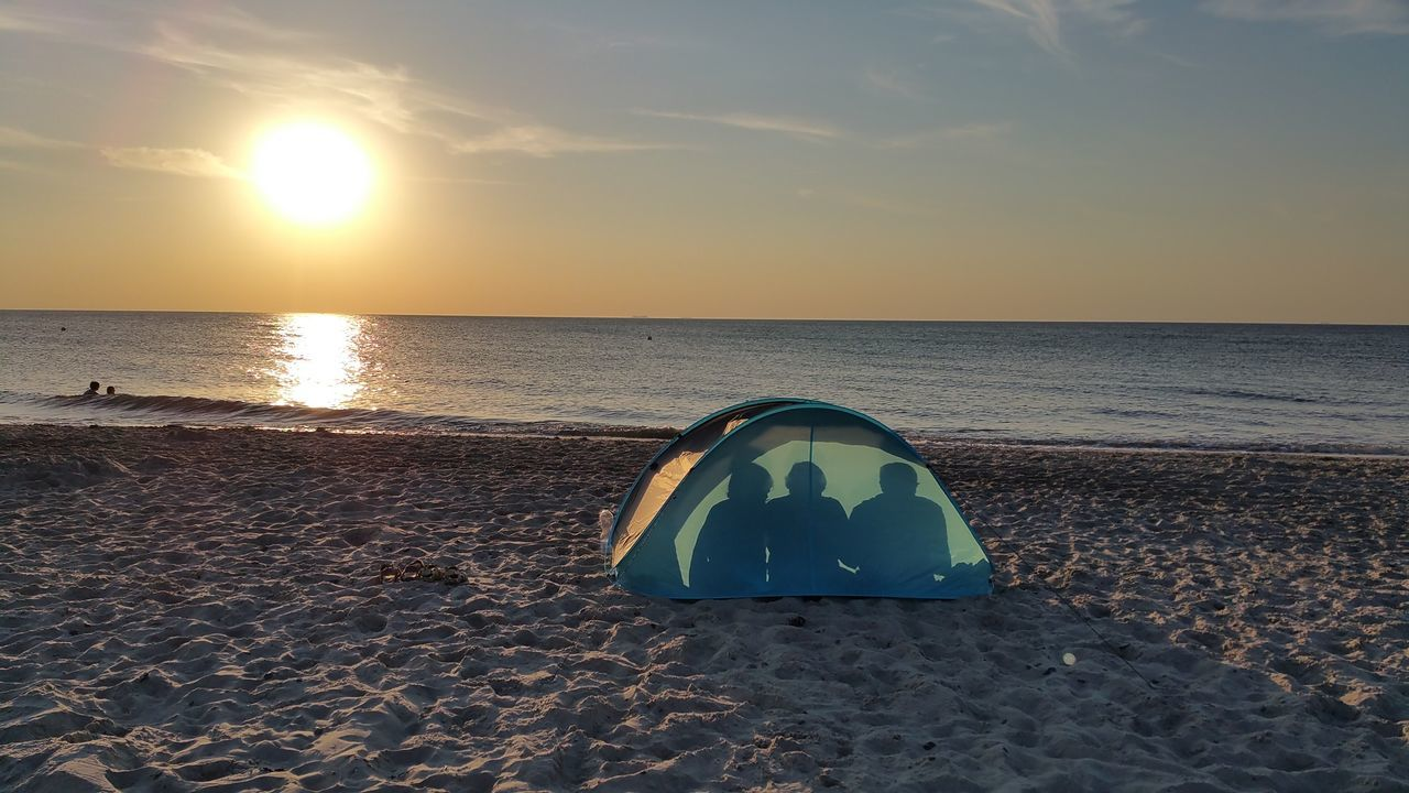 Eastern Sea Family On The Beach Ostsee People People On The Beach Schattenspiel  Sonnenuntergang Sunset Sunset_collection Tent Zelt
