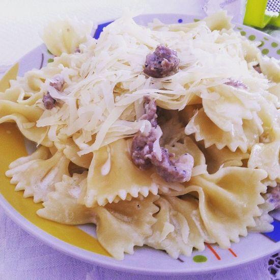 Semagna Bene Pasta People Popular Happy Pannasalsiccia Sun Comer Eat Farfalle Cheese Self Mesientobien