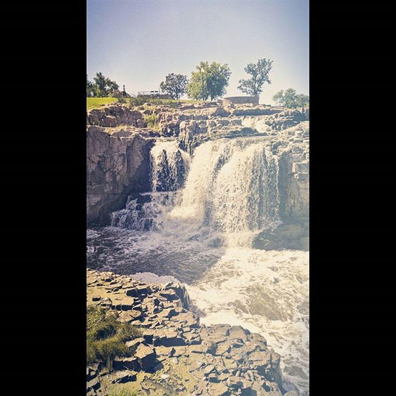 It's always fun to return to my old stomping grounds. Siouxfalls Southdakota Hifromsd Fallspark waterfalls mist beautyiseverywhere favoriteplaces stompinggrounds fallsinlove
