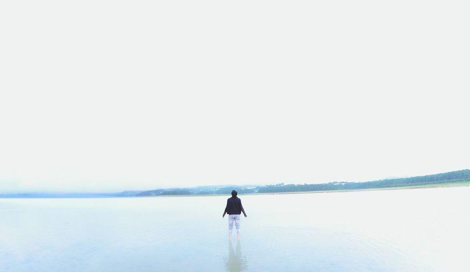 Beautiful stock photos of mexiko, 20-24 Years, Lake, Young Men, alone