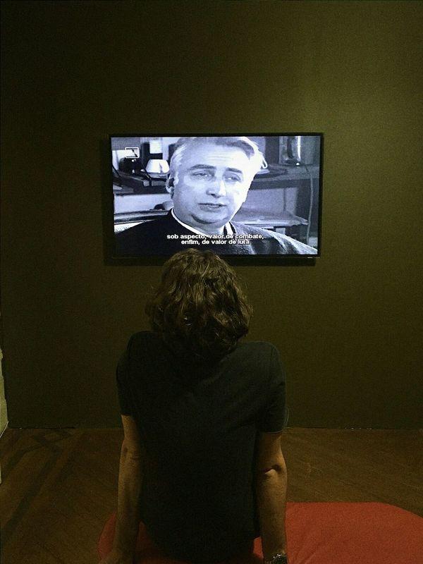 Exposure of Roland Barthes. Exhibition Vscocam Someone Brazil Exposure Rolandbarthes Casadasrosas