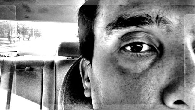 looking forward and leaving it all behind. B/W Photography HDR Selfportrait Driving