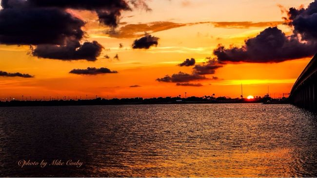 Sunset #sun #clouds #skylovers #sky #nature #beautifulinnature #naturalbeauty #photography #landscape Ocean Ocean View Reflection Water Water Reflections Sunshine Sun From My Point Of View The Great Outdoors - 2016 EyeEm Awards The Essence Of Summer EyeEm Best Shots - Nature Offshore Fishing Texas Skies Nature