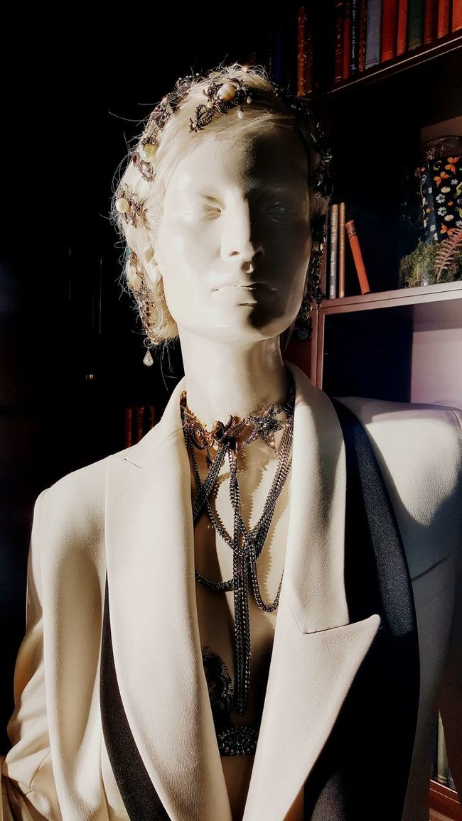Front View Fashion Young Adult Attitude Fashionable Handsome Human Face Confidence  Retail  Creativity No People Man Made Object In Front Of Windows Shopping Modern Shop Windows Architecture And Art Shakespeare Play Shakespeare Modern Art Sheakspeare Beauty London Well-dressed