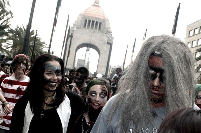 zombie Walk 2011 in Ciudad de México Zombie Walk 2011