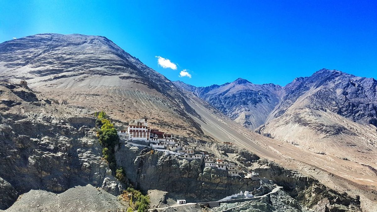 Ladakh Monestry India Ladakhdiaries Ladakhtrip2016 Ladakh A View From The Top Ladakh Monastery..india. Ladakh_lovers Monestry EyeEmNewHere Buddha Temple Buddhatemple BUDDHISM IS LOVE Buddhist Statue Buddhist Architecture Buddhist Art Buddhist Culture Buddhism Temple GalaxyS7Edge