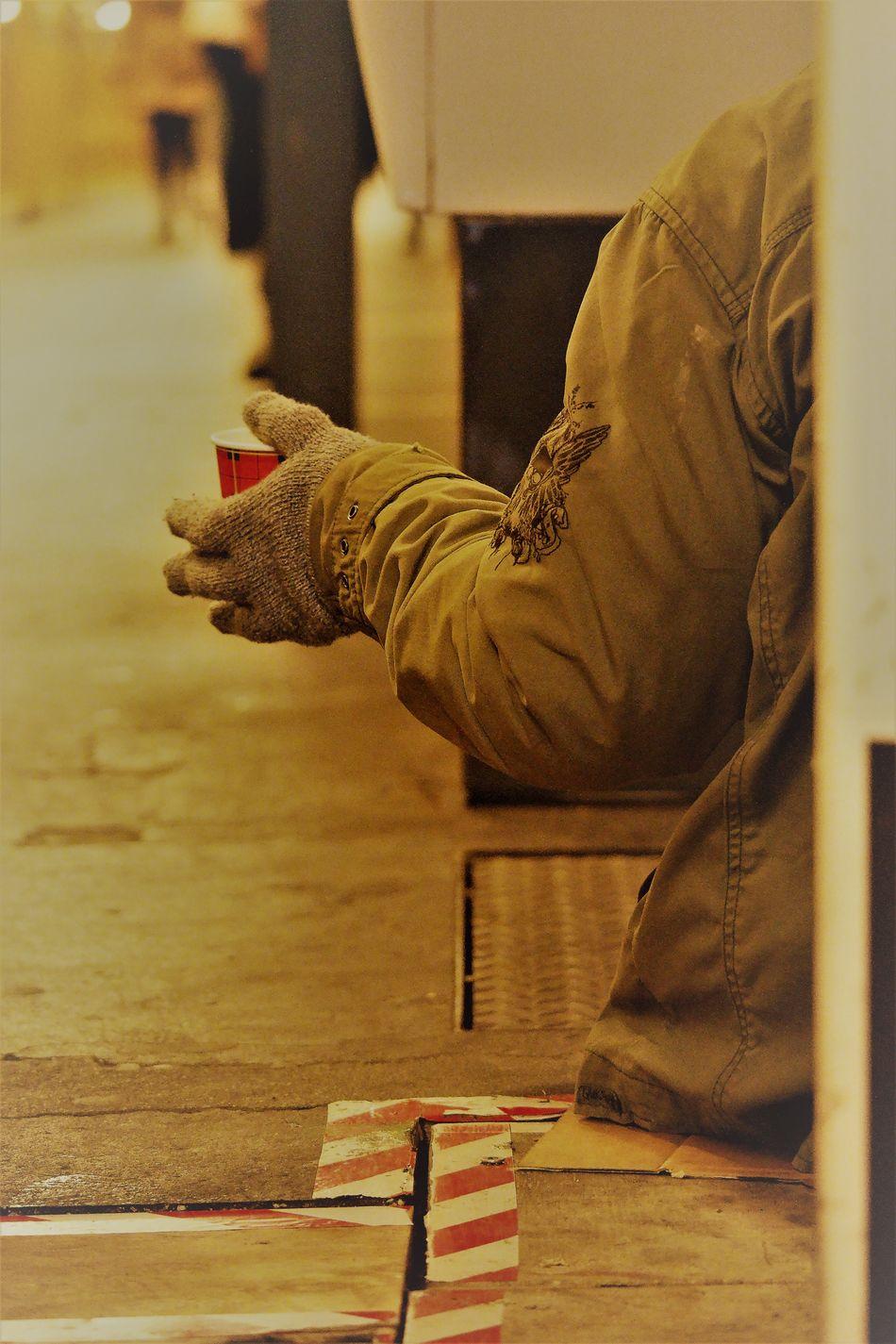 Please please me Armut Beggar Begging Bettler Floor Human Body Part Human Hand Ich Brauche Geld In Need For Money Money On My Mind Poor  Poverty Social Injustice Soziale Ungleichheit Underground