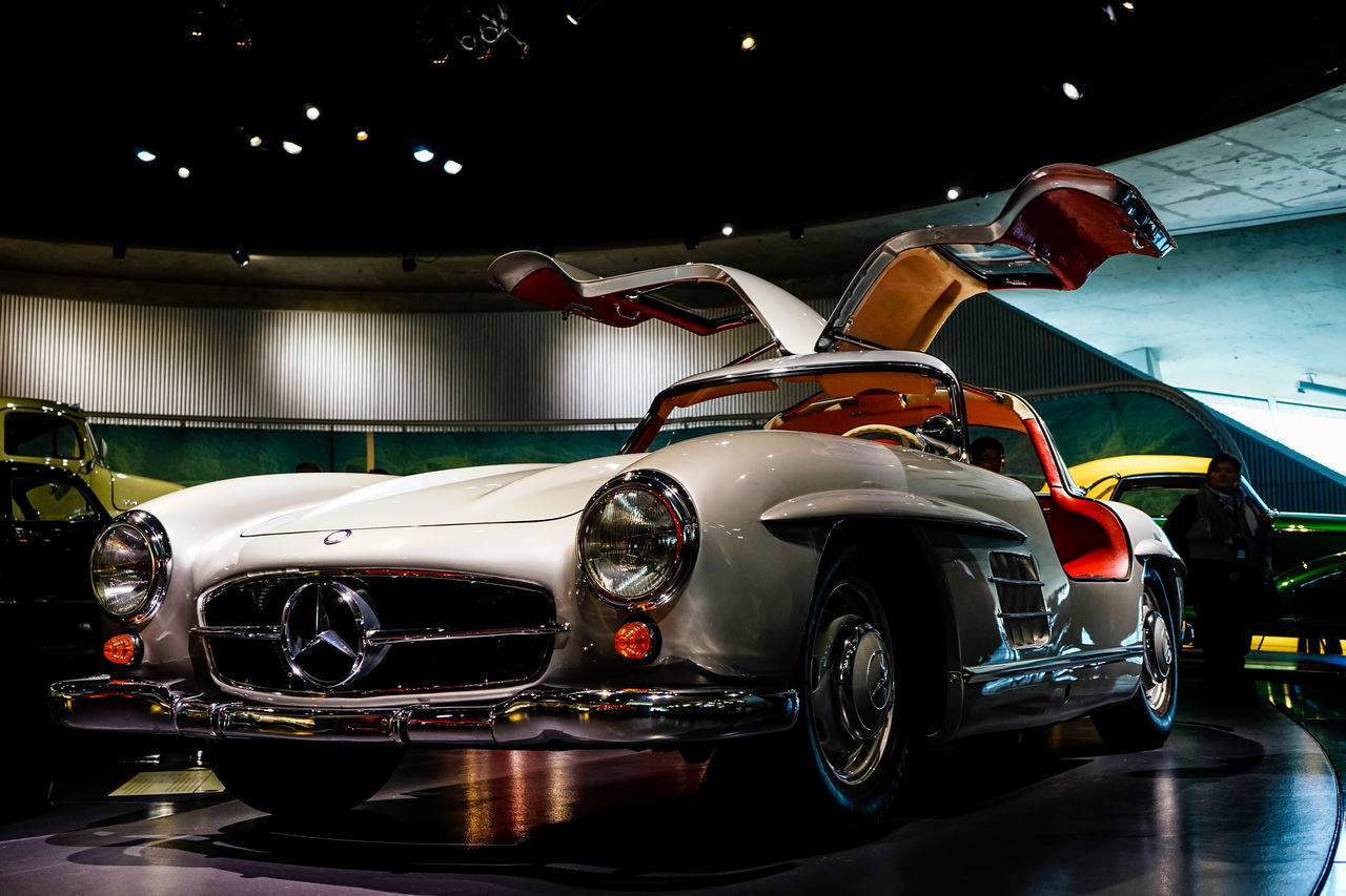 300SL in Mecedes-Benz Welt 300sl Car Classic Classic Car Gullwing Luxury Mecedes Benz Wel MecedesBenz Old-fashioned Sports Car Welcome To Black