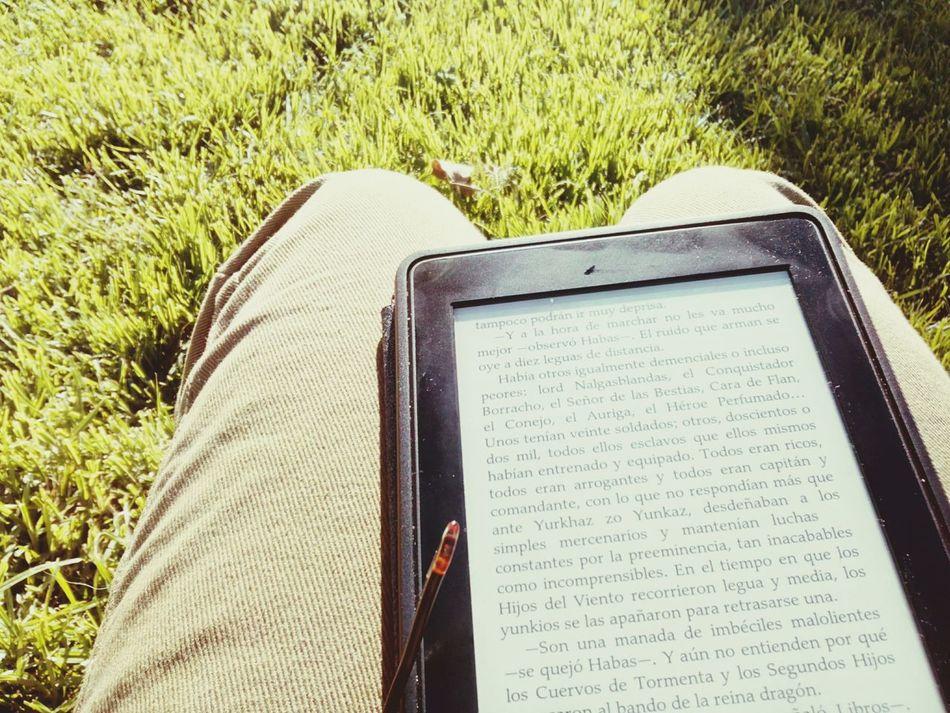 Lectura al aire libre First Eyeem Photo